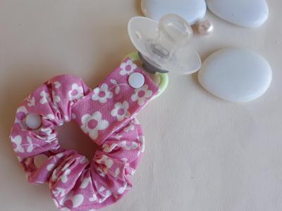 Pink lollipop holder bracelet white flowers