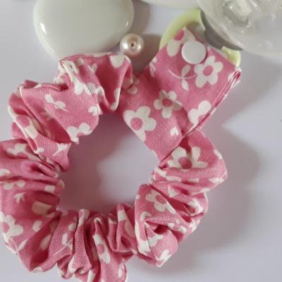 Bracelet porte sucette rose fleurs blanches