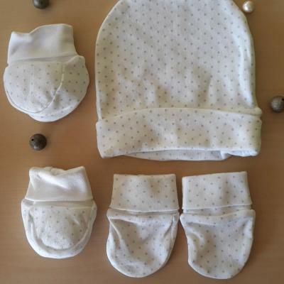 Accessoires bonnet moufles chaussons