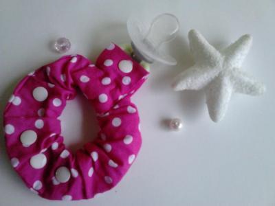 Bracelet porte sucette rose pois blancs
