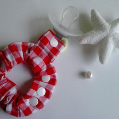 Bracelet porte sucette vichy rouge